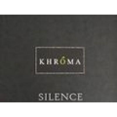 На фото Silence