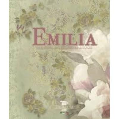 На фото Emilia