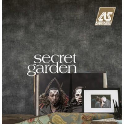На фото Secret Garden
